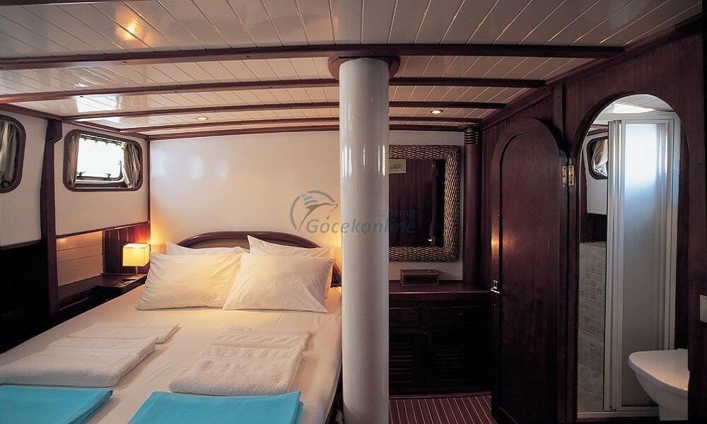 Located in the Luxury category, our boat has the capacity to accommodate up to 8 people on your blue cruise holiday.