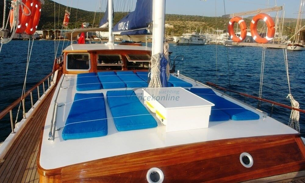 Cobra 3 stands out as a Luxury alternative for you and your friends to enjoy the sea, sun and wind.