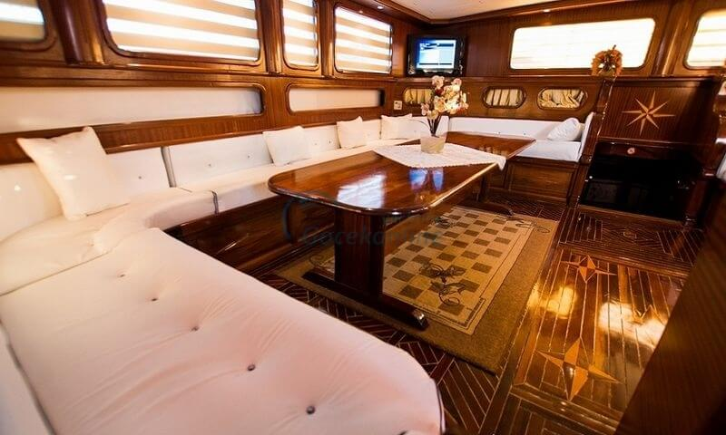 Located in the Luxury category, our boat has the capacity to accommodate up to 16 people on your blue cruise holiday.