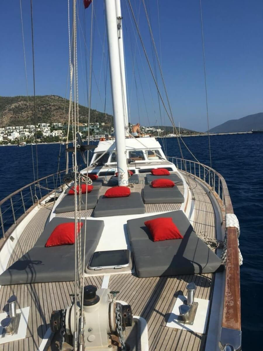 Our boat, which is in the category of Luxury, is ready for the groups up to 8 people with advantageous prices.