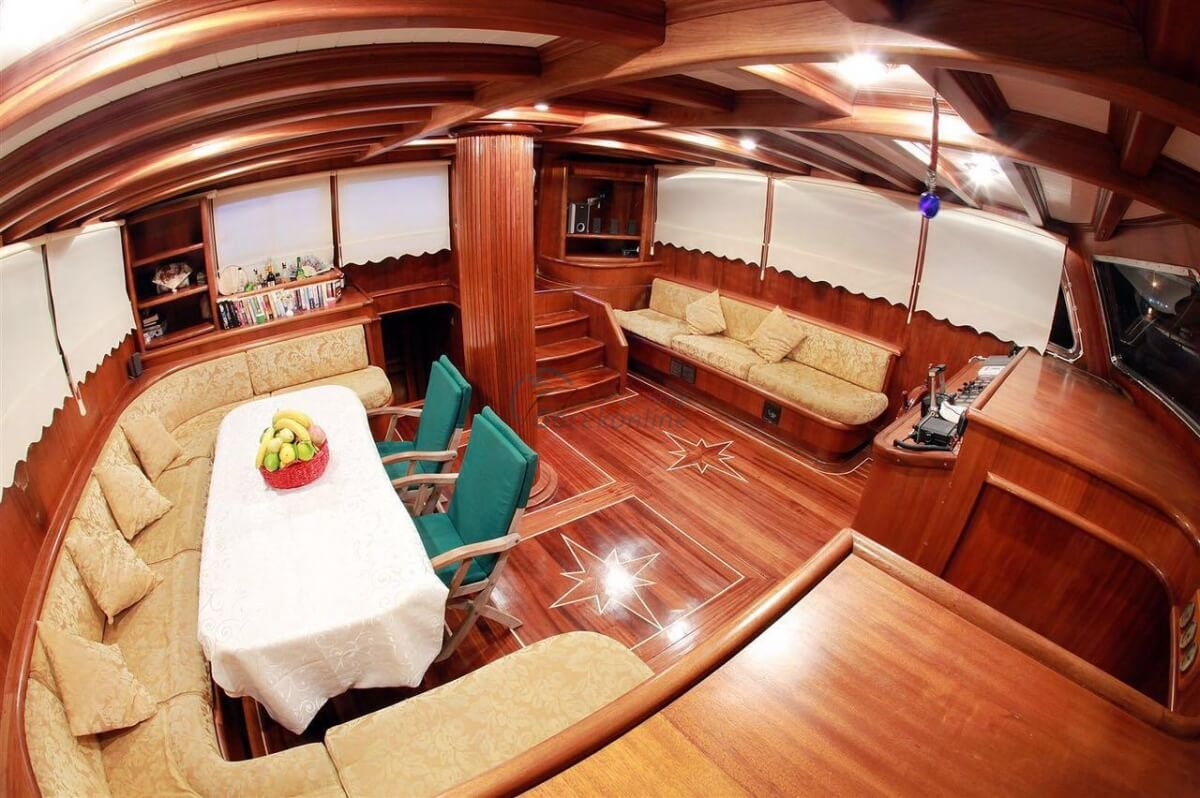 Located in the Luxury category, our boat has the capacity to accommodate up to 13 people on your blue cruise holiday.