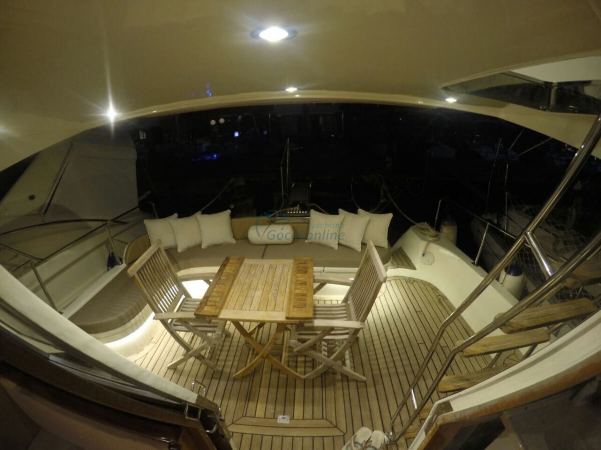 There are 1 double, 1 single cabins in our boat, which has a length of 14 meters and a width of 4.5 meters.