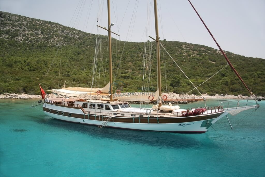 Kaya Guneri 2 is a blue cruise boat that can meet all the expectations of special groups up to 16 people.