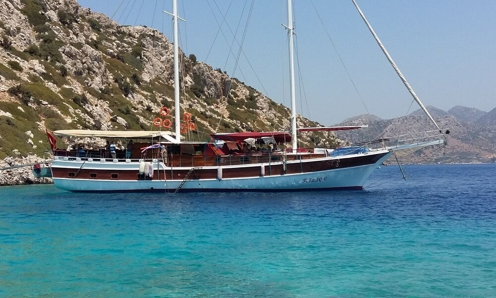 Our boat, which is 26 metre meters in length, provides blue cruise services to groups up to 16 guests with economic price advantages.