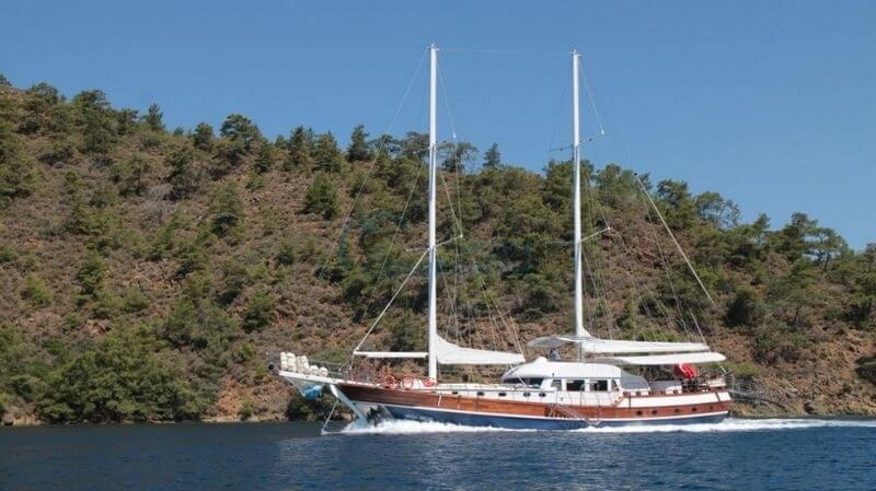 There are 1 master, 3 double, 2 triple cabins in our boat, which has a length of 28 meters and a width of 7 meters.