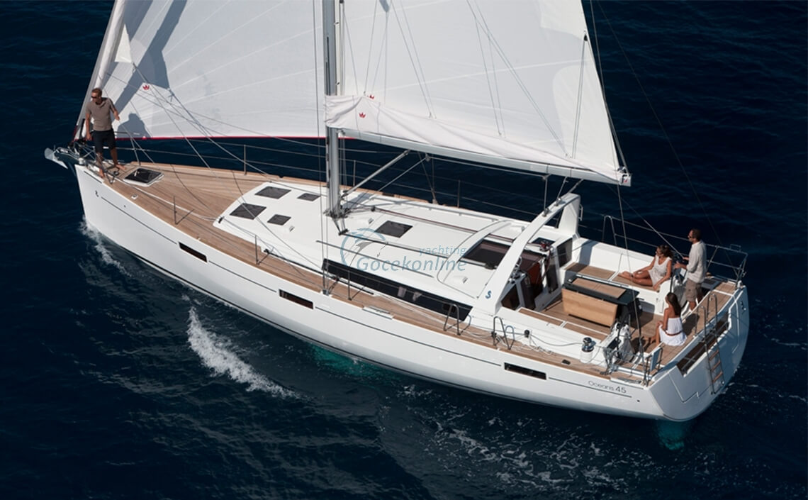 Oceanis 45-Anjamia stands out as a Luxury alternative for you and your friends to enjoy the sea, sun and wind.