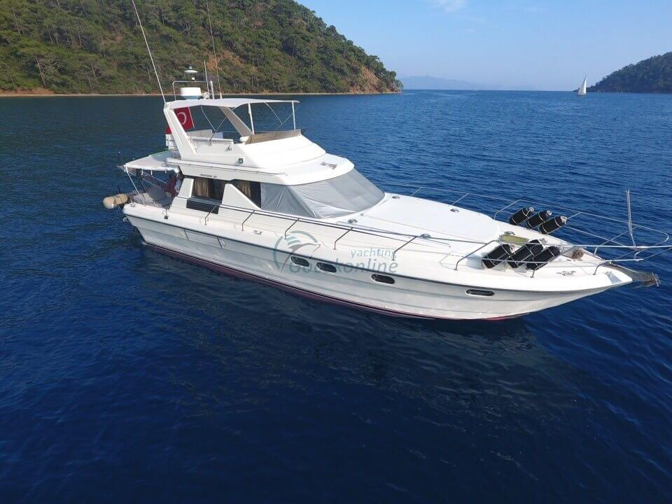 Princess 45, made in 2018, offers blue tour lovers all the features they are looking for.