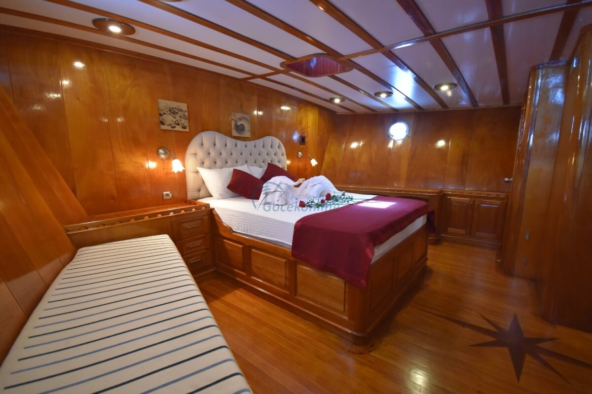There are 2 master, 3 double cabins in our boat, which has a length of 24 meters and a width of 6 meters.